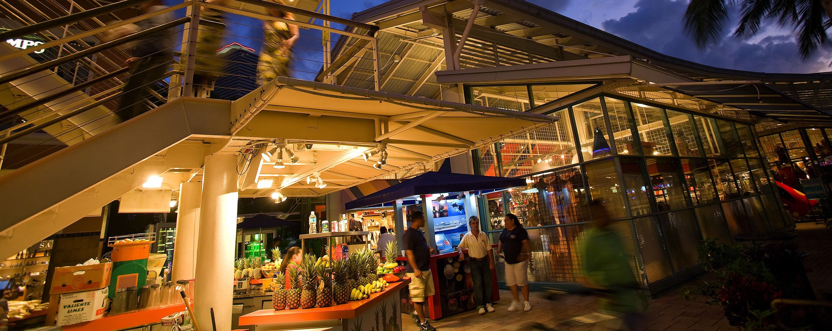 At night, the outside common area at Bayside Marketplace is busy with shoppers and vendors.