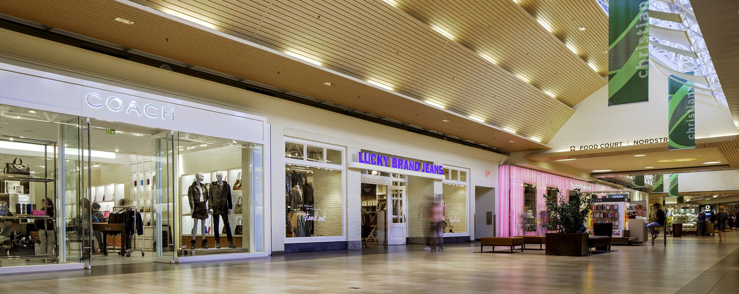 The Apple Store is located in Christiana Mall, at Christiana Mall Road in Newark, DE. Traveling on I, take exit 4A for DE-1/DE-7 south toward Christiana. Take exit A for Mall Road and follow signs for Nordstrom or Macy's. The Apple Store is in the Nordstrom wing, next to Anthropologie.