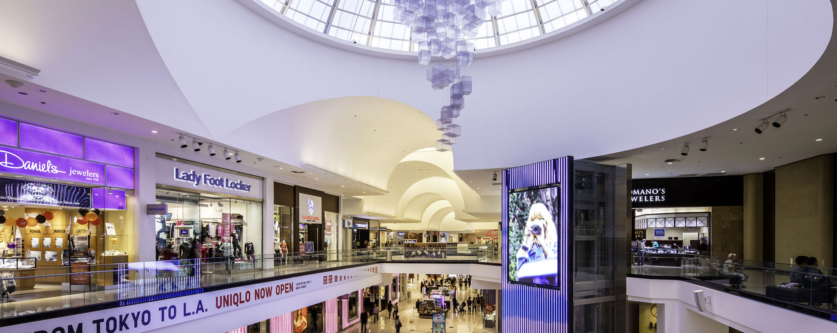 As is the case with all large shopping malls, the Glendale Galleria is place where you can get the things you need when you need them. There is a wide variety of shops and eating establishments in this mall. So, it is your one stop shop/5().