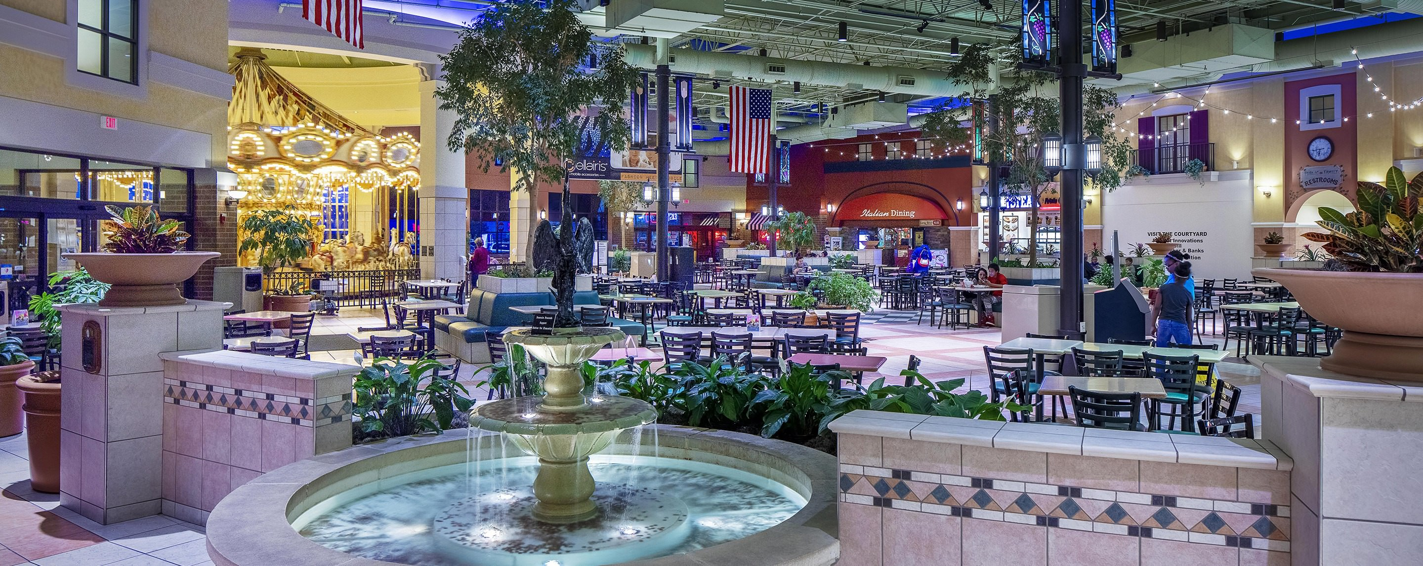 Stores: This center has 4 outlet stores Champaign Outlets Our Champaign outlet mall guide has all the outlet malls in and around Champaign, helping you discover the most convenient outlet shopping according to your location and travel plans.